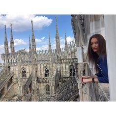 -La bellezza si vede il fascino si sente.- #milano #piazzaduomo #milanotiamo #ilovemilano #milanodavedere #milanese #italy #terrazzedelduomo by luciekorandova