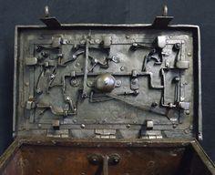 locking mechanism of 17th century chest