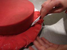 Anleitung für das Eindecken von Torten mit Marzipan oder Fondant