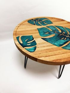 Monstera espresso desk epoxy resin desk ornamental desk trendy internal accessory housewarming present picket desk spherical desk plant decor Wood Resin Table, Epoxy Resin Table, Diy Epoxy, Resin Furniture, Plywood Furniture, Diy Holz, Into The Woods, Wood Design, Design Design