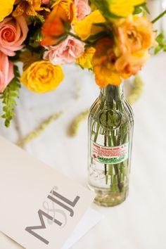Acentos estéticos para una experiencia multisensorial.  #maríalimón #floraldesign #florals #eventstyling #weddingstyling #trends #weddingdecor #summer #weddingstyle #vibrantcolors #inspiration #unique #yellow #orange #pink