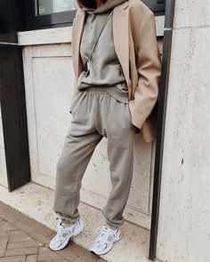 Legging Outfits, Sweatpants Outfit, Women Joggers Outfit, How To Wear Joggers, Leggings Fashion, Mode Outfits, Trendy Outfits, Fall Outfits, Fashion Outfits