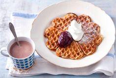 Kardemumma maustaa kuohkeat vohvelit. Nauti kahvin tai kaakaon kanssa. http://www.valio.fi/reseptit/kardemummavohvelit/