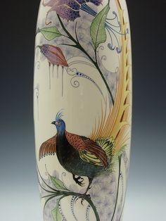 """een grote aardewerk vaas Verkocht Een 47 cm hoge vaas met een decor van een fazant en paarse lelies, in gave en originele conditie. Gemerkt """"Amphora Holland, 15.1. L. X ontw: T. Verstraaten"""""""