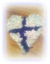 Kuvahaun tulos haulle itsenäisyyspäivän askartelu ideoita Independence Day, Drink Sleeves, Finland, Winter Hats, Floral, Flowers, Christmas, Kids, Crafts