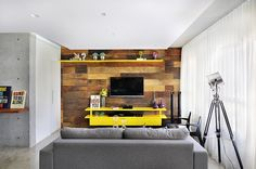 No blog ASSIM EU GOSTO: Apartamento pequeno com ambientes integrados e várias ideias para aproveitar bem os espaços.