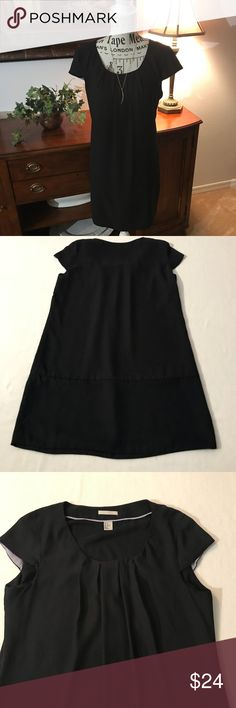 H&M Black Shift Dress with Capped Sleeves Great Classic Black Dress with lovely capped sleeves.  Scoop neckline with some gathering right at the chest area.  pretty scalloped capped sleeves. H&M Dresses Midi