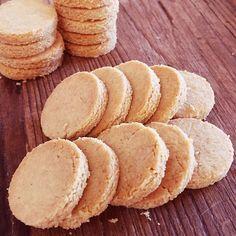 """昨日作ったクッキーをちょっぴり改良! 今日はバターなしで塩とシナモンを少し加えたら 昨日よりいい感じŧ‹""""ŧ‹""""(●´ㅂ`●)ŧ‹""""ŧ‹"""""""