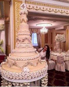 What is a Wedding Ringer – LivingWedding Huge Wedding Cakes, Extravagant Wedding Cakes, Luxury Wedding Cake, Wedding Cake Decorations, Elegant Wedding Cakes, Elegant Cakes, Beautiful Wedding Cakes, Wedding Cake Designs, Wedding Cake Toppers