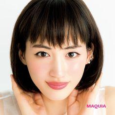 「MAQUIA」7月号の表紙は綾瀬はるかさん。映画「高台家の人々」で演じるヒロインのトレードマーク、ぱっつんボブでカバーを飾ってくれました。ピュアな美肌にアイラインで遊び心をプラスした表紙メイクを解説します。綾瀬はるかさん×中野明海さんによる表...