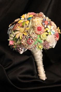 awesome vintage brooch boquet