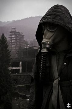 DeviantArt: More Like Dishonored - Welcome to Dunwall by Caparzofpc Gas Mask Art, Masks Art, Gas Masks, Post Apocalyptic Art, Post Apocalyptic Fashion, Mad Max, Cyberpunk, Apocalypse Aesthetic, Plague Mask