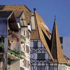 Blumenau, em Santa Catarina, é famosa por abrigar a maior Oktoberfest das américas. No entanto, o turismo da cidade vem trabalhando para acabar com a sazonalidade e atrair turistas o ano todo, não apenas durante a sua festa mais popular que acontece em outubro. Saiba mais: