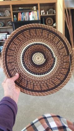Fun Crafts, Diy And Crafts, Pine Needle Crafts, Pine Needle Baskets, Braids With Weave, Pine Needles, Pine Cones, Basket Weaving, Diy Projects
