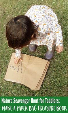 This fun nature scavenger hunt is perfect for toddlers and preschoolers thanks to the addition of a (simple-to-make) paper bag treasure book! Perfect for little explorers who like to collect treasures! Montessori Toddler, Toddler Play, Toddler Preschool, Nature Activities, Family Activities, Toddler Activities, Outdoor Scavenger Hunts, Nature Scavenger Hunts, Earth Day Pictures