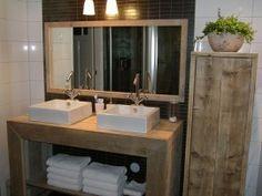 Badkamer meubel (recht) van steigerhout (131404076BD) - Prachtige sfeervolle combinatie van hout - wit en zwarte tegel achter de spiegel
