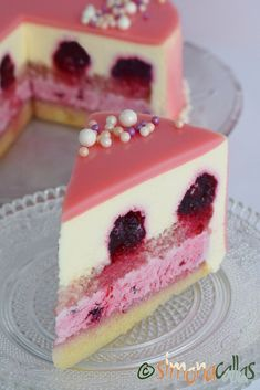 Entreme cake with berries and white chocolate- Tort entremet cu fructe de padure si ciocolata alba Entreme cake with berries and white chocolate - Easy Cake Recipes, Sweet Recipes, Dessert Recipes, Entremet Recipe, Chocolat Recipe, Chocolate Pastry, White Chocolate, Naked Cakes, Cake Decorating Videos
