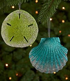 22 Easy DIY Glitter Shell Crafts Ideas - Tis the holiday season! Beach Christmas Trees, Nautical Christmas, Diy Christmas Ornaments, Christmas Crafts, Christmas Decorations, Seashell Projects, Seashell Crafts, Beach Crafts, Diy Glitter
