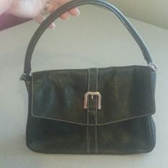 Liz Claiborne Liz Claiborne black leather shoulder bag in great condition has only been carried once comes from a smoke free clean home Liz Claiborne Bags Shoulder Bags