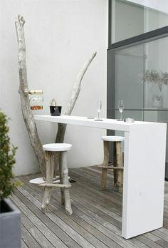 bar de jardin et bois flotté