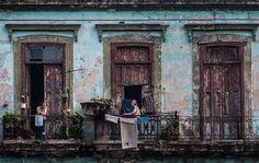 シガーやラム酒、フィデル・カストロ、チェ・ゲバラなどを連想する、中南米の島国キューバ。カクテルの名称としても知られる、Viva La Cuba Libre!(キューバ・リブレ)は、キューバ革命で合い言葉にさ …