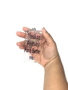 Affirmations Keyring's - I focus on positivity for a better me. / Rectangle / Iridescent Glitter