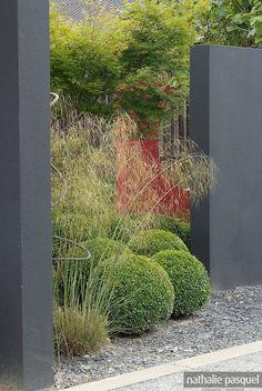 Jardin contemporain : mur en béton. Jardin du Perdrier. Paysagiste Jean-Charles Chiron