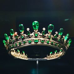 Reportedly Queen Victoria's 1845 emerald diadem designed by Prince Albert last seen in the on loan to Kensington Palace Royal Crowns, Royal Tiaras, Tiaras And Crowns, Royal Crown Jewels, Royal Jewelry, Emerald Jewelry, High Jewelry, Antique Jewelry, Vintage Jewelry