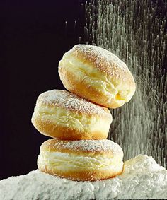 Would love to learn to make this/perfekcyjne pączki Fun Baking Recipes, Bakery Recipes, Donut Recipes, Sweet Recipes, Cookie Recipes, Dessert Recipes, Albanian Recipes, Bosnian Recipes, Croatian Recipes