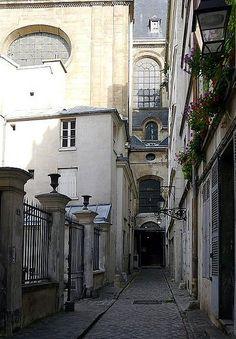 passage Saint-Paul - Paris 4ème .. Le passage Saint-Paul avec en arrière plan l'église Saint-Paul.