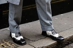 #lfw #instastyle #instafashion #blackandwhite #stylish #shoes ❤️ #instashoes #lifestyle #streetwear #streetstyle #brewerstreetcarpark  (hier: London, United Kingdom) London United, Loafers Men, United Kingdom, Streetwear, Oxford Shoes, Dress Shoes, Street Style, Lifestyle, Stylish