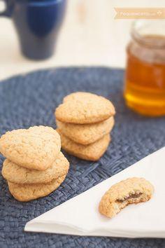 Galletas de miel con corazón de chocolate, ¡deliciosas! Pan Dulce, Chocolate Cookies, Almond Chocolate, Chip Cookies, Cookie Recipes, Bakery, Food And Drink, Snacks, Cooking