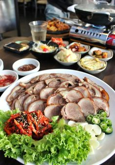 This food is so famous in korea Spicy Recipes, Asian Recipes, Healthy Recipes, K Food, Food Porn, Korean Traditional Food, Pork Hock, Korean Dishes, How To Cook Pork