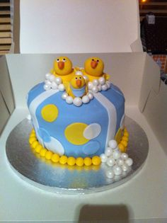 Baby Shower cake... With fake ducks, no bubbles on top, fondant in green, yellow, white...and yellow edging??