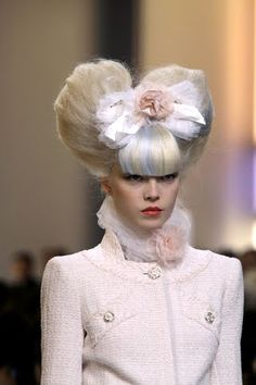 big hair & bows - I think I'll wear my hair like like this for next parent teacher meetings!!!