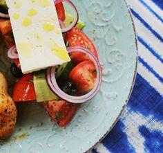 Athénban se ennél jobbat: görög saláta citromos csirkével Cheese, Kitchen, Food, Street, Recipes, Cooking, Kitchens, Essen, Meals