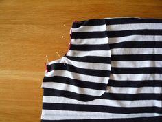 Dámské úpletové šaty s pružným pasem a kapsami | Apron, Summer Dresses, Model, Fashion, Bags Sewing, Sewing Patterns, Moda, Summer Sundresses