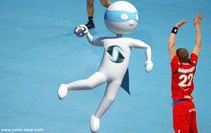 Pour les mondiaux de handball masculin au Qatar, Super Yonis s'entraîne pour donner un coup de main à notre équipe de France. Yonis-Shop.com