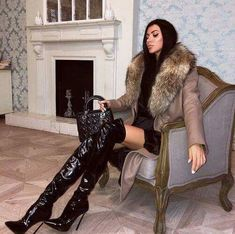 overknees are here ! Thigh High Boots Heels, Hot High Heels, Heeled Boots, Knee Boots, Leder Boots, High Leather Boots, Sexy Boots, Fur Fashion, Style Fashion