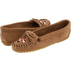 I once owned this style of Minnetonkas. Unfortunately, Linkynn thought they looked better in his mouth than on my feet. :(     I want another pair!