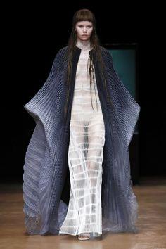 Iris Van Herpen Couture Fall Winter 2017 Collection in Paris