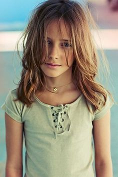 Half long hair girl - You are in the right place about medium short haircuts Here Walk In Haircuts, Tween Girl Haircuts, Girls Haircuts With Layers, Girls Haircuts Medium, Medium Length Hairstyles, Little Girl Haircuts, Cute Haircuts, Kids Short Haircuts, Medium Hair Cuts