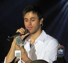 The Top 10 Enrique Iglesias Songs of All Time - He Holds the Record for the Most Singles in the Spanish-Language & Now a Successful Crossover Artist Pop Music Artists, Latin Artists, Hispanic Men, Hispanic American, Enrique Iglesias Songs, Spanish Language, All About Time, Sexy Men, Politics