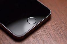 """Mudanças no botão Home > O novo botão """"Home"""" provavelmente não será mais físico, fazendo parte do display (Reprodução: Divulgação)  Matéria completa: http://canaltech.com.br/materia/iphone/o-proximo-iphone-esta-chegando-eis-o-que-esperamos-da-apple-para-o-lancamento-78267/ O conteúdo do Canaltech é protegido sob a licença Creative Commons (CC BY-NC-ND). Você pode reproduzi-lo, desde que insira créditos COM O LINK para o conteúdo original e não faça uso comercial de nossa produção."""