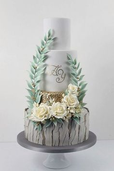 39 Must-See Rustic Woodland Themed Wedding Cakes ♥ Woodland themed wedding cakes are absolutely creative and unique thing because most of them have unforgettable design and impress your guests. Get inspired! #wedding #bride #weddingcake #weddingforward Creative Wedding Cakes, Floral Wedding Cakes, Themed Wedding Cakes, Wedding Cake Rustic, Elegant Wedding Cakes, Elegant Cakes, Beautiful Wedding Cakes, Wedding Cake Designs, Beautiful Cakes