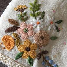 꿈같던 토요일의 즐거운시간을 보내고 새로운 한주를 시작~~ #자수 #프랑스자수 #자수타그램 #needlework #needlepoint #케이블루 #handmade #취미 #손으로만들어요 #일상 #바느질쟁이 #자수하는편집디자이너 #덴마크꽃실