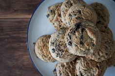 cookies and cream cookies Quick Recipes, Baking Recipes, What Is Cookies, Easy To Make Desserts, Cookies And Cream, How Sweet Eats, Chocolate Chip Cookies, Cookie Dough, Family Meals