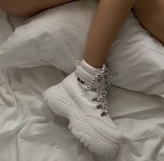 Air Max Sneakers, Adidas Sneakers, Look At The Sky, Celebrity Outfits, Dream Shoes, Cute Shoes, Timberland Boots, Nike Air Max, Combat Boots