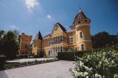 Georgi Schloss in Ehrenhausen, Steiermark Tudor, Wedding Flowers, Mansions, House Styles, Room, Design, Home Decor, Hotel Bedrooms, Bedroom