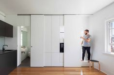 Small space hacks sliding cabinet doors hide clutter in ideas Tiny Studio Apartments, Small Apartment Design, Cool Apartments, White Apartment, Australian Interior Design, Australian Homes, Sliding Cabinet Doors, Design Minimalista, Tiny Spaces